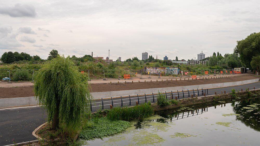 Riverbank retaining wall construction